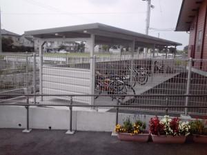 フェンスおよび自転車置場(4連棟)