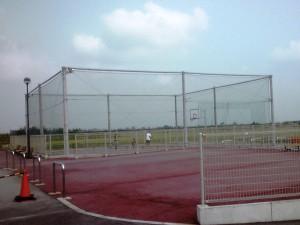 フェンスおよび防球ネット